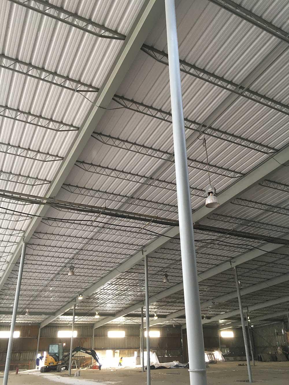 steel-roofing-in-industrial-building-under-construction